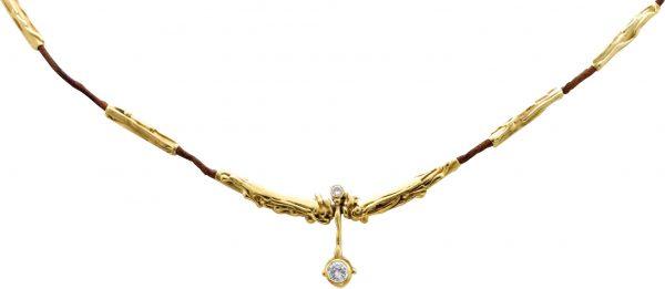 Diamantcollier ,edles Collier hochglanzpoliert, in hochwertigem Gelbgold 585/- aus Gold und braunem Lederband, feine Goldschmied Handarbeit mit einem einigartigen Brillant 0,55ct TW/VVSI und einem kleineren Brillant 0,10ct TW/VVSI, Länge des faszinierende